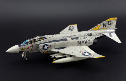 "Air commander McDonnell Douglas F-4J Phantom II, VF-92 Silver Kings, NG211 ""Silver Kite 211"""